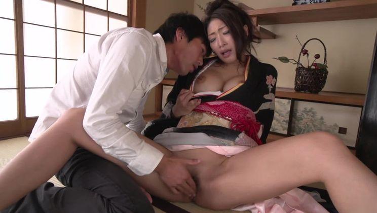Dazzling Japanese Reiko Kobayakawa allows guy to cum inside