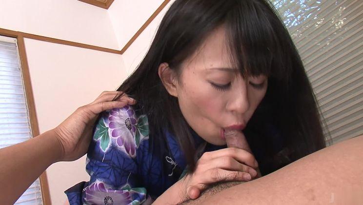 Bonny asian Yui Kyouno giving an amazing handjob