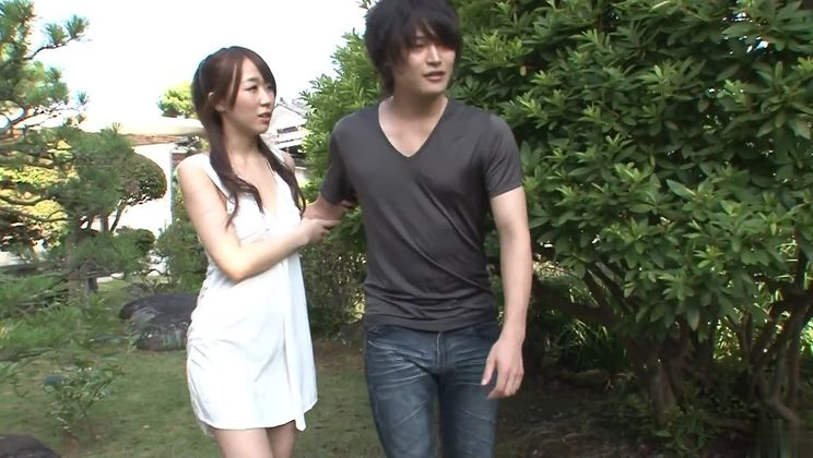 Pretty asian Hitomi Oki having an incredible amateur fucking in the open