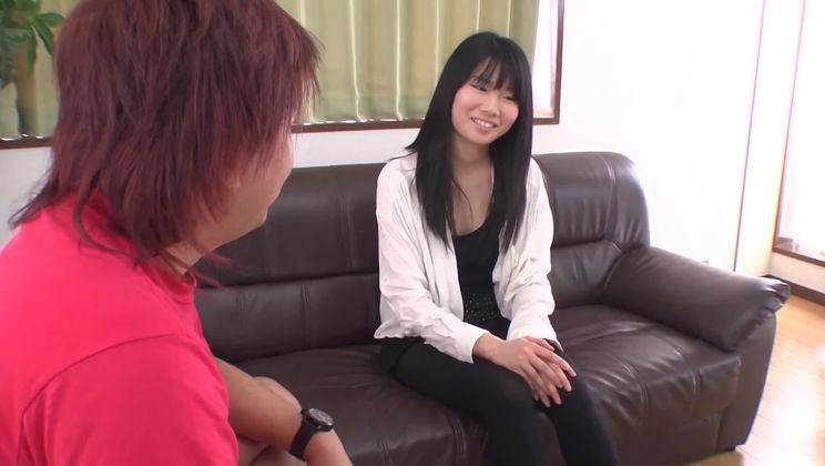 Sexy asian Yuzuha Takeuchi comes with a blowjob