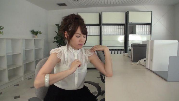 Winsome Japanese Yui Uehara masturbate on camera