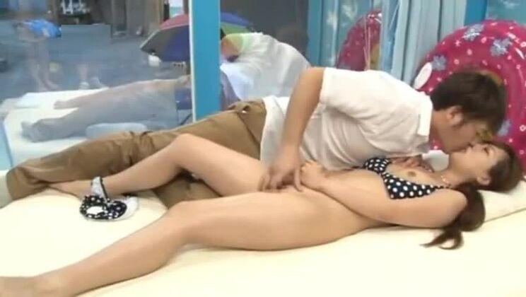 Honey asian whore in bukkake movie