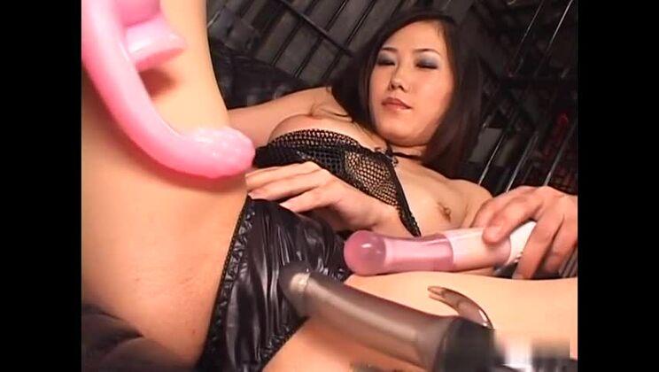 Juicy Japanese Yui Komine in lingerie porn video
