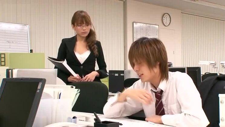 Mellow asian Tina Yuzuki let the dude cum on her face