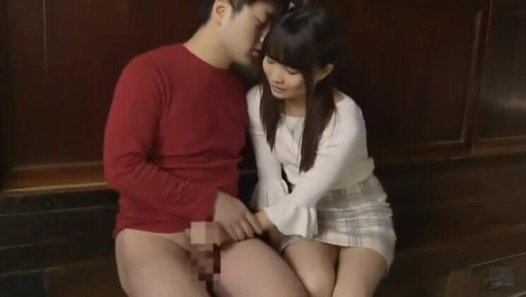 Honey Japanese girl got a huge cumshot on her face