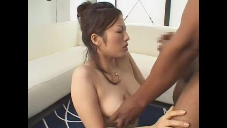 Seducing busty Japanese Meisa Hanai