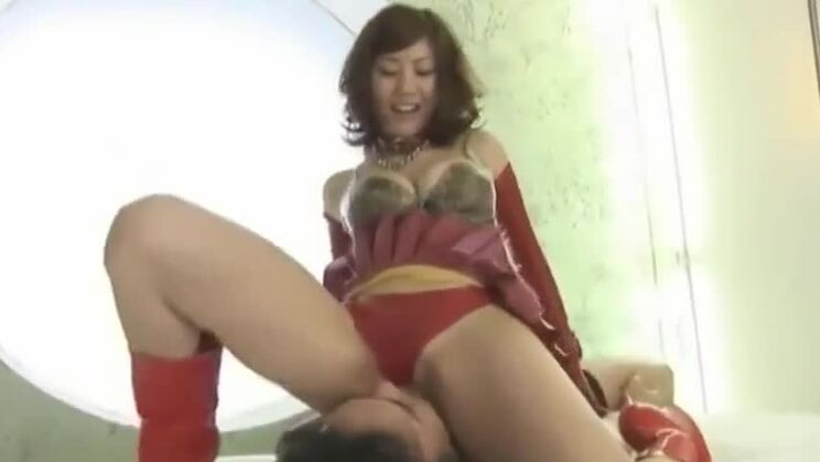 Racy Japanese whore in latex play