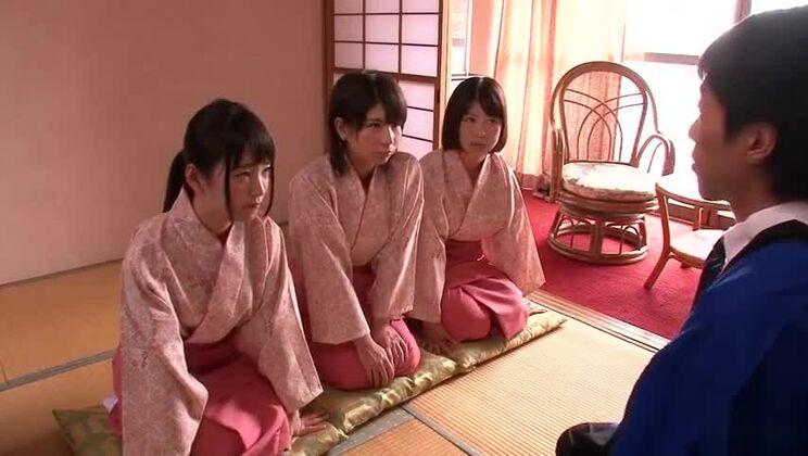 Seductive Japanese lady getting fingered