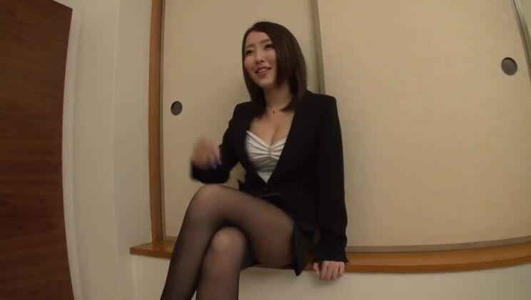 Tempting Japanese harlot in mad hardcore scene