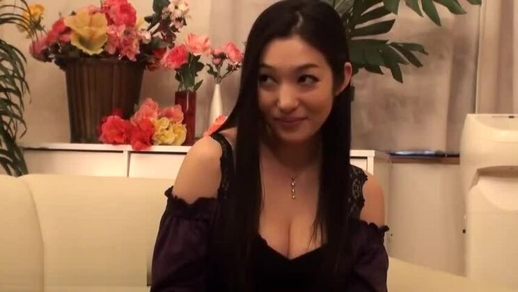 Gorgeous Japanese cougar had a nice faceride