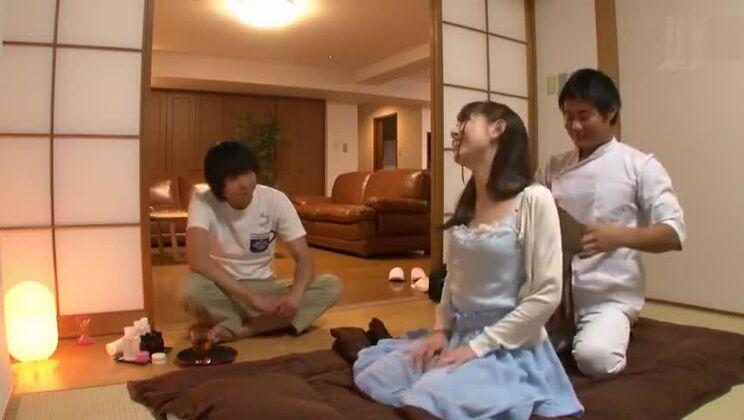 Tempting Japanese harlot in bukkake porn video