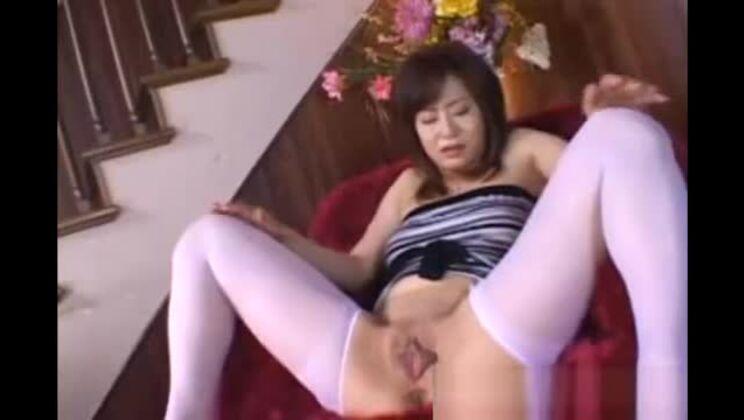 Asian japanese is shaving herself