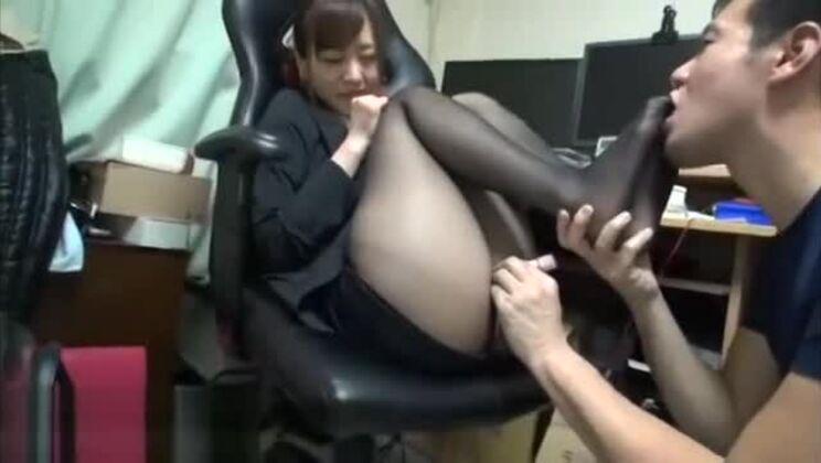 Japanese secretary in most sexy pantyhose has fun