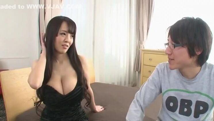 Juicy buxomy oriental Hitomi Tanaka having a fetish fun