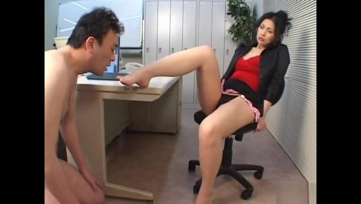 Dominant babe Chinami Sakai takes a nice cock in her mouth and pussy.