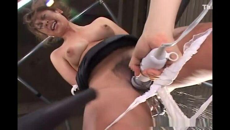 Juicy looking Asian babe is getting teased in hardcore bondage