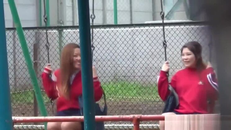 Naughty Asians pissing outdoors